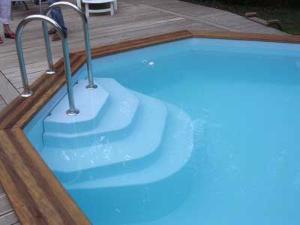 accessoire piscine escalier