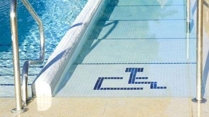 accessoire piscine handicape