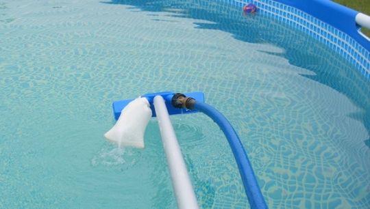 aspirateur piscine faible